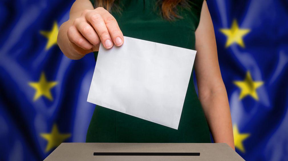 EU-val, affischer och svart tejp